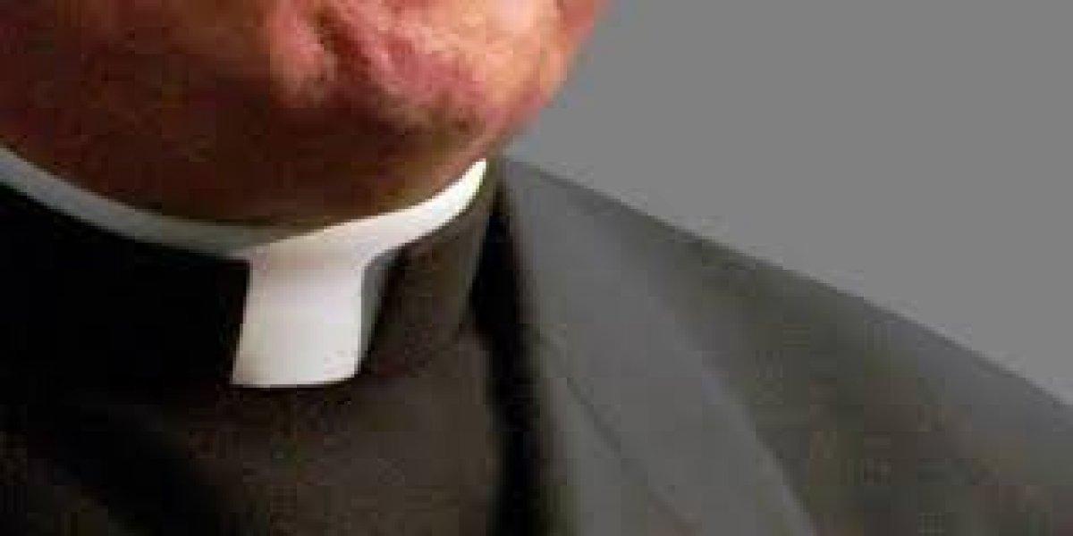 Detienen en el Vaticano a monseñor acusado de descargar porno infantil