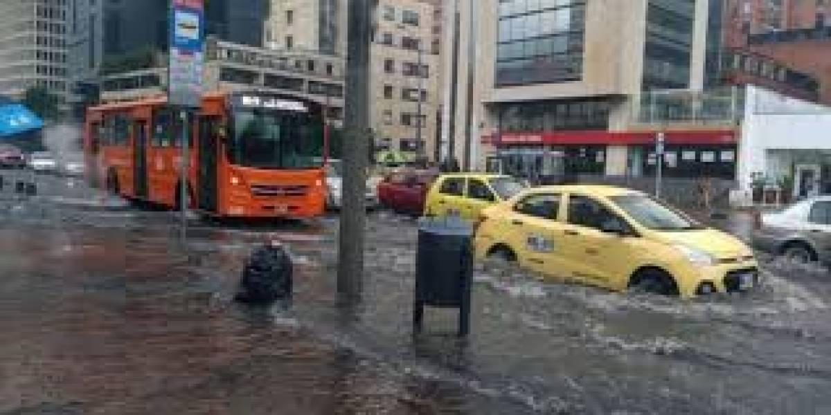 Caos en Bogotá por lluvia: deslizamientos e inundaciones en varias partes de la ciudad