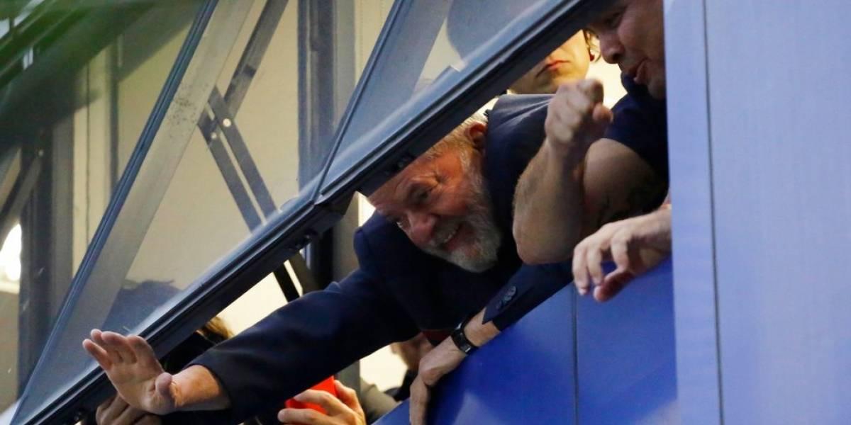 Ex presidente Lula da Silva pasa su primera noche en prisión y sigue la tensión en Brasil