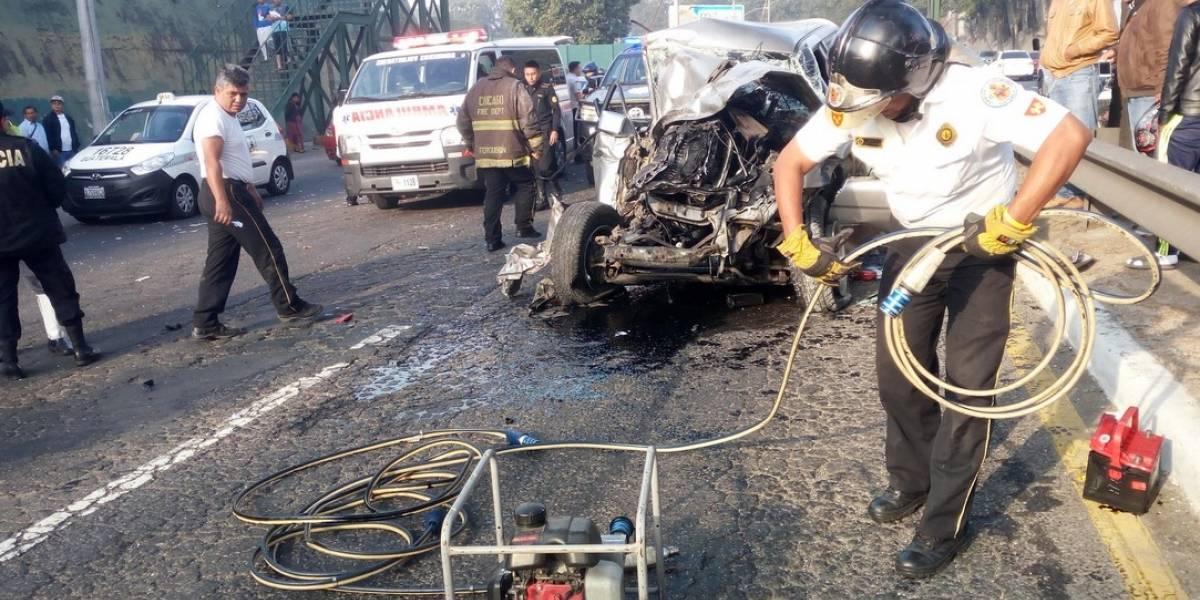 Piloto queda atrapado en accidente en el puente El Incienso