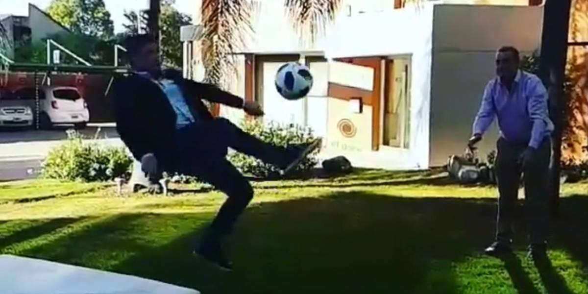 Intenta hacer la chilena de Cristiano Ronaldo y termina con una fractura