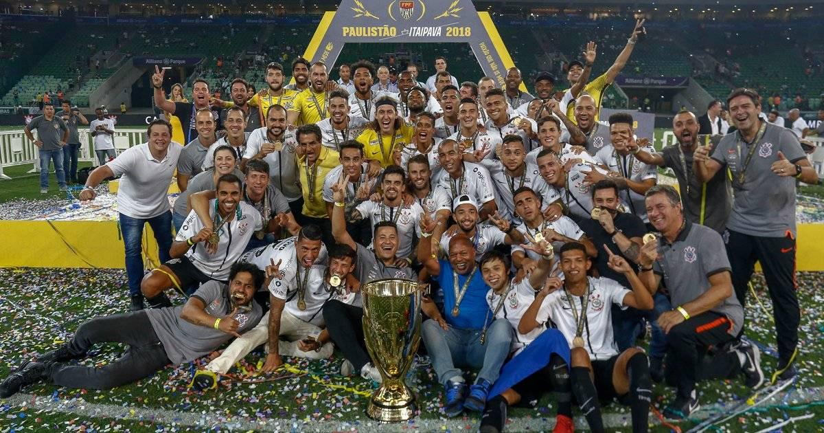 Jogadores do Corinthians comemoram o título do Paulistão Miguel Schincariol/Getty Images