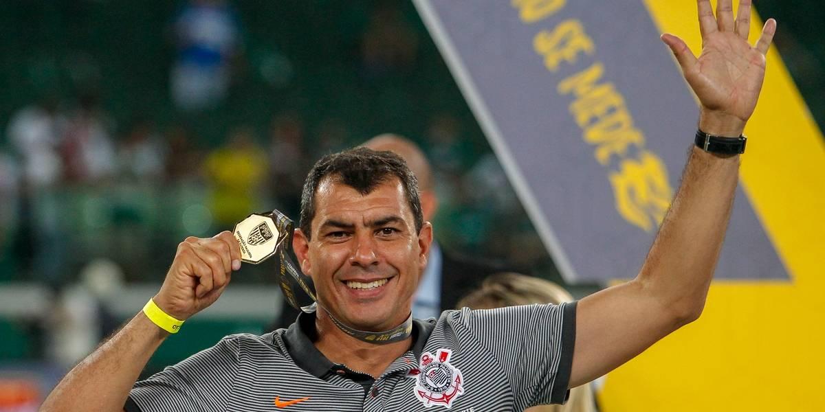 Corinthians anuncia Carille oficialmente no comando do Timão