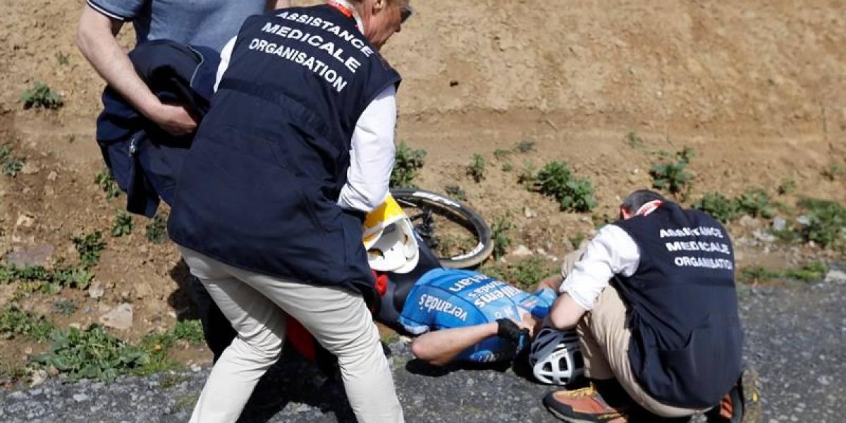 Murió ciclista que sufrió un ataque cardiaco y cayó de su bicicleta en la París-Roubaix