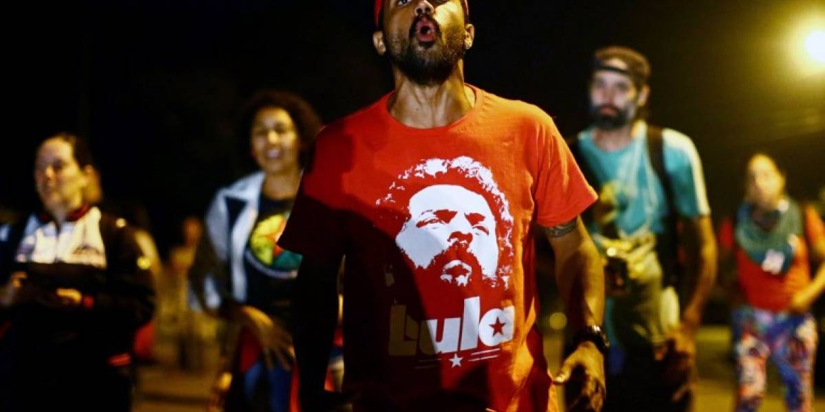 """Partidarios de Lula inician """"vigilia permanente"""" en Curitiba"""