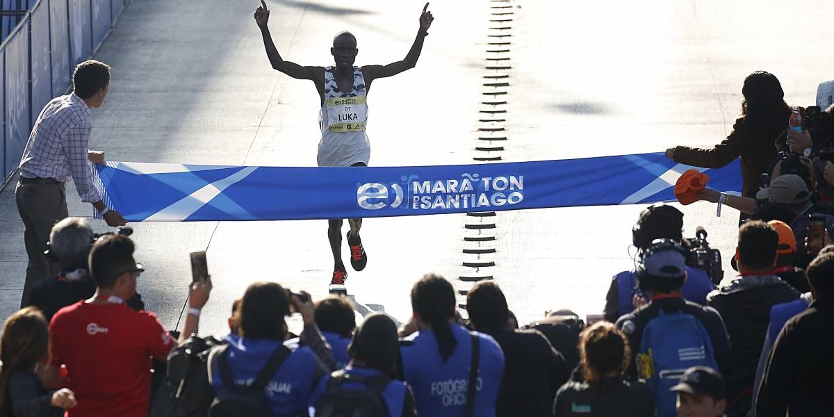 El keniata Luka Lobuwan fue imparable y es bicampeón de la Maratón de Santiago