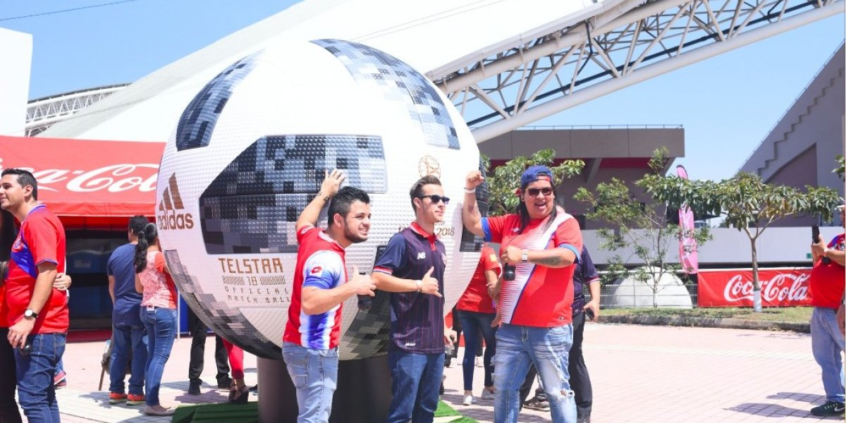 Costa Rica vive al máximo la gira del Trofeo de la Copa del Mundo