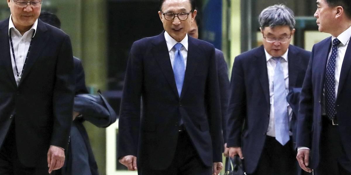 Acusan a expresidente de Corea del Sur de corrupción