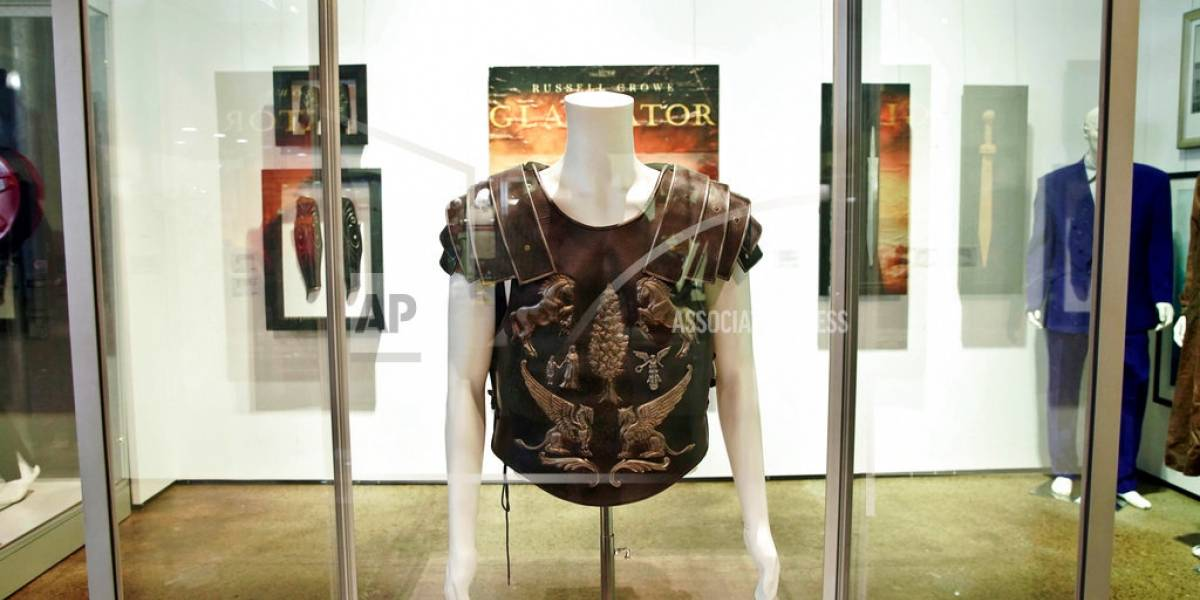 """Armadura de Russell Crowe en """"Gladiator"""" recauda 96.000"""