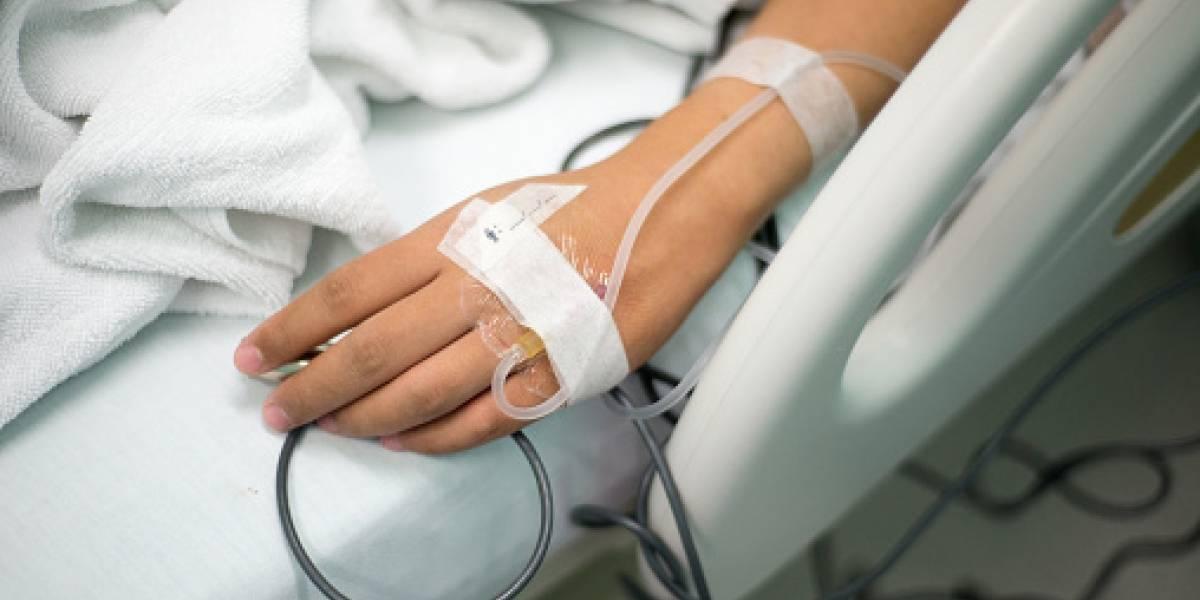 Mujer fue por una cirugía de rutina y terminó embalsamada viva tras error mortal de los médicos