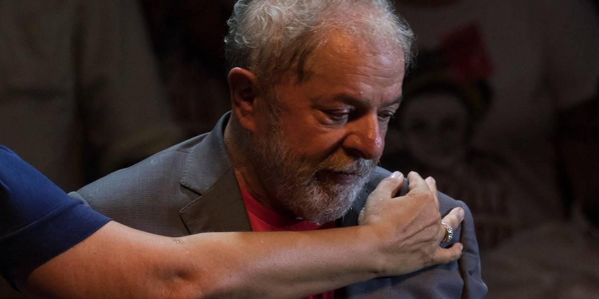 """""""Tira esa basura por la ventana"""": el polémico audio del avión que llevaba a Lula a la cárcel que muestra la tensión en Brasil"""