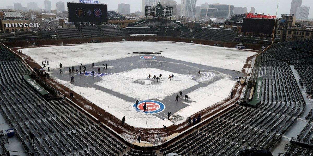 Estadio de los Cachorros de Chicago se viste de nieve
