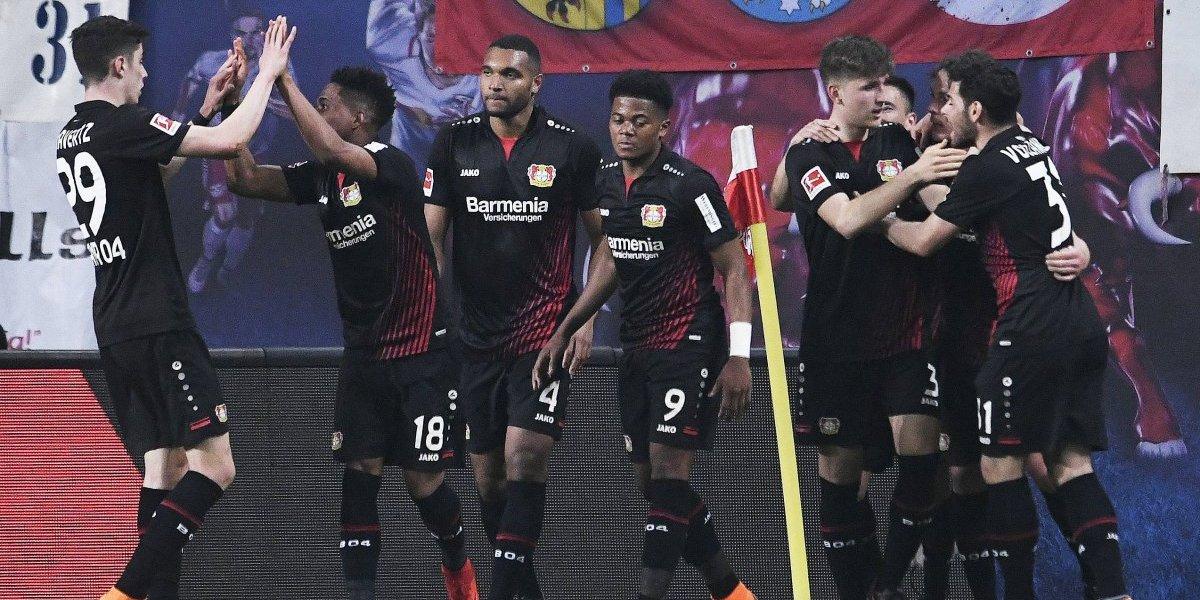 El Bayer Leverkusen de Charles Aránguiz goleó al RB Leipzig y se mete a zona de Champions