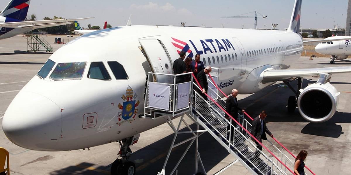 Conflicto en el aire: huelga legal en Latam afecta a noventa mil pasajeros hasta el 16 de abril