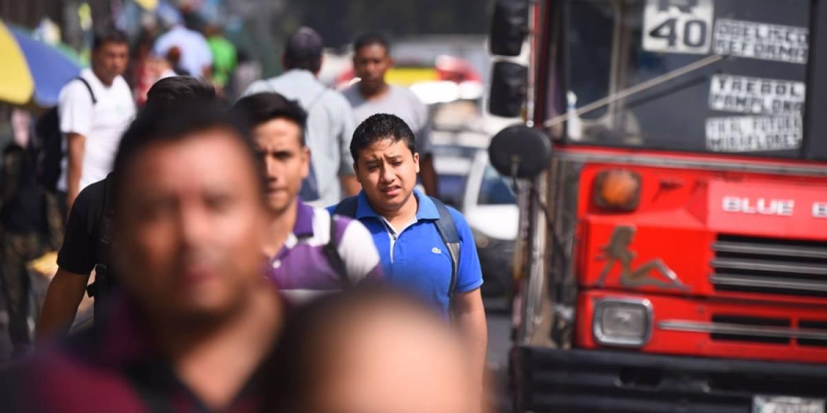 Pilotos de buses rojos imponen sus tarifas