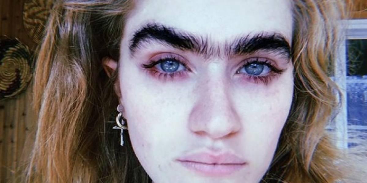 """""""Una ceja para gobernarlos a todos"""": la modelo que defiende su uniceja y divide a Internet"""