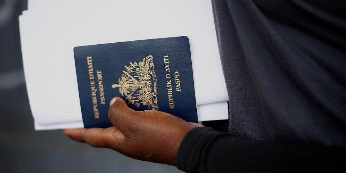 Presidente emite decreto que exige visa a haitianos y que evita que otros extranjeros se queden trabajando si ingresan como turistas