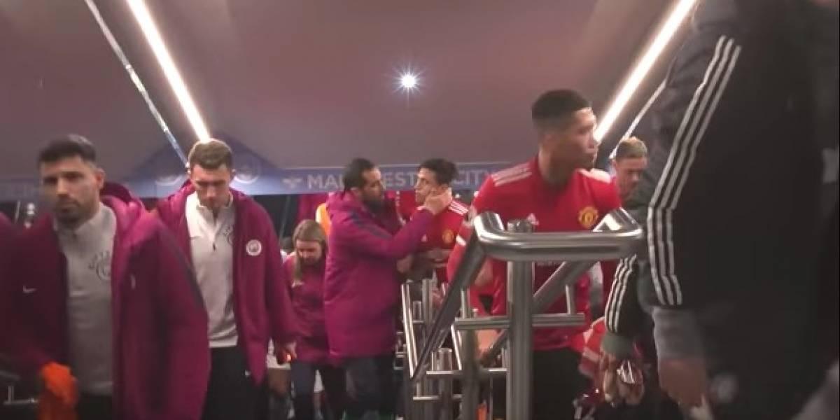 Amigos como siempre: El fraternal abrazo de Bravo y Alexis en el clásico de Manchester