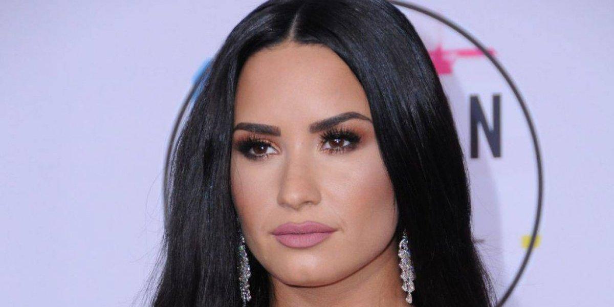 Demi Lovato publica candente foto mostrando de más en atrevido escote