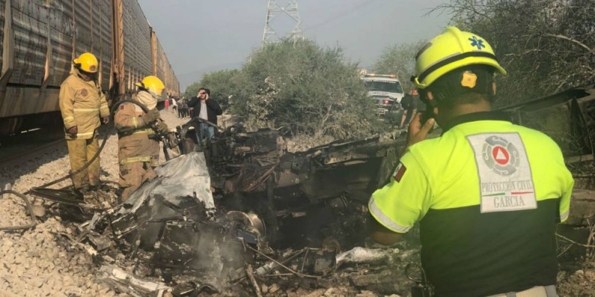 Choque de camión de carga y tren deja un muerto en García