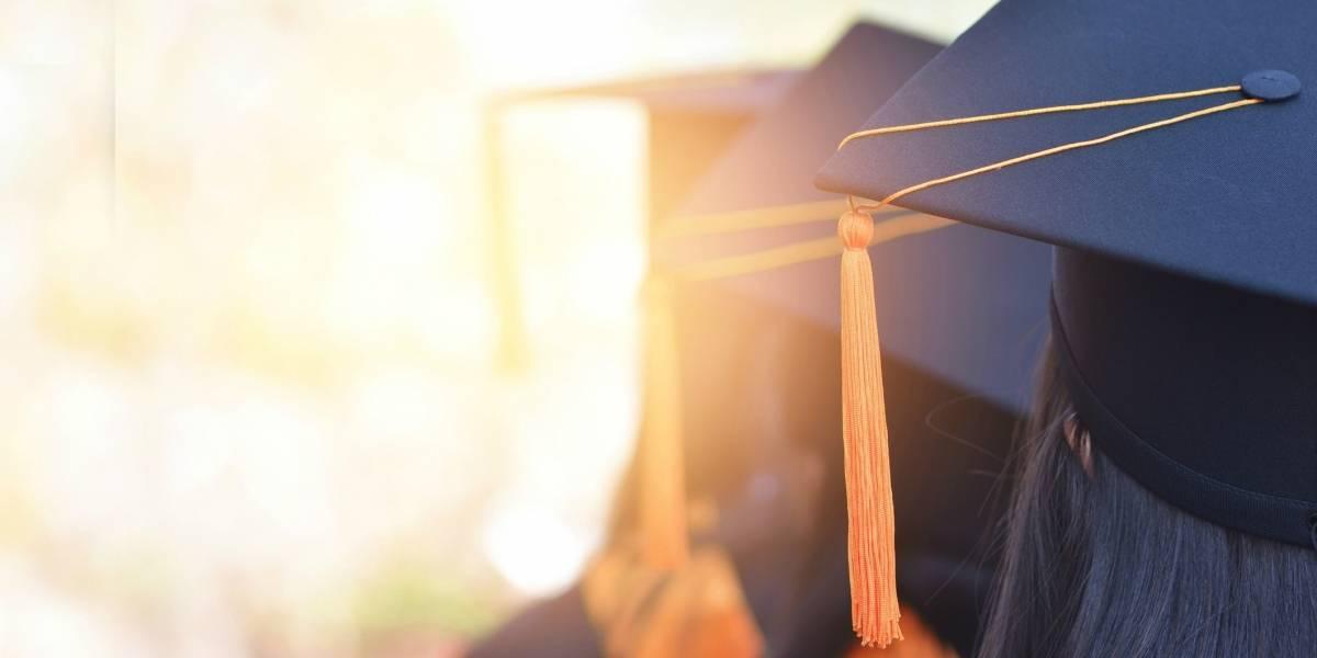 Se suicidó lanzándose desde el techo de la universidad el día de la graduación ante los ojos de sus familiares y amigos