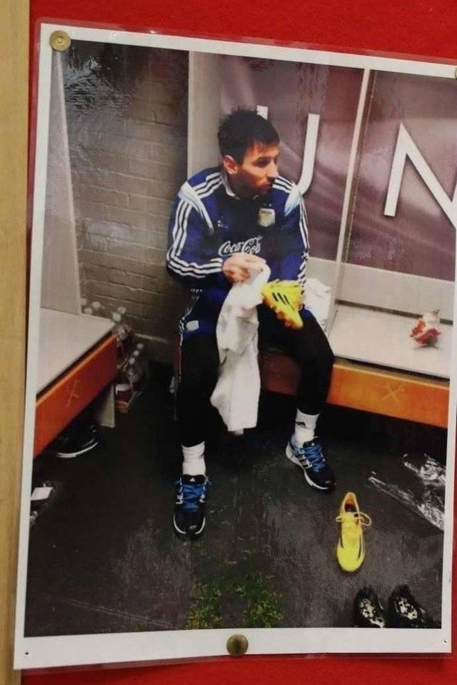 Fotografía Lionel Messi vestidores Manchester United