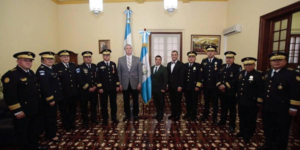 Fiscal pedirá reunión a Degenhart por retiro de policías de CICIG
