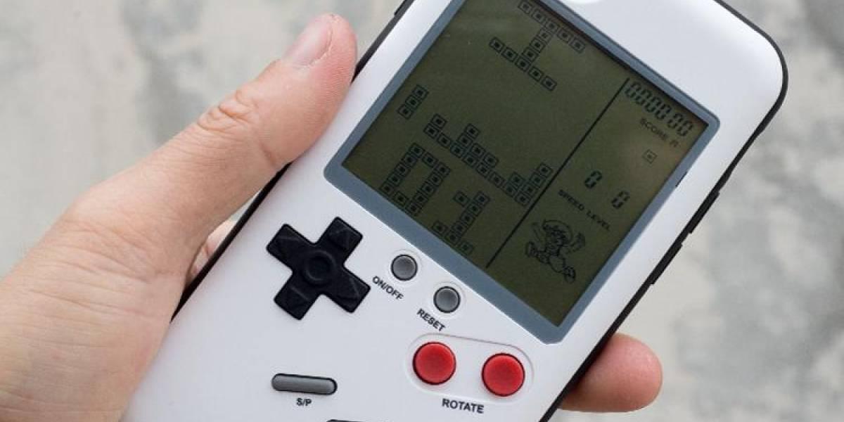 """¿iPhone o Game Boy? Esta carcasa es el típico """"9999 juegos en 1"""""""