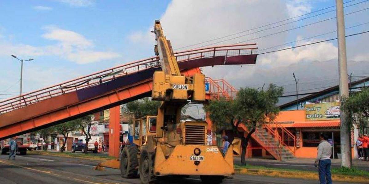 Habitantes de la Av. Galo Plaza Lasso disfrutan de renovado puente peatonal