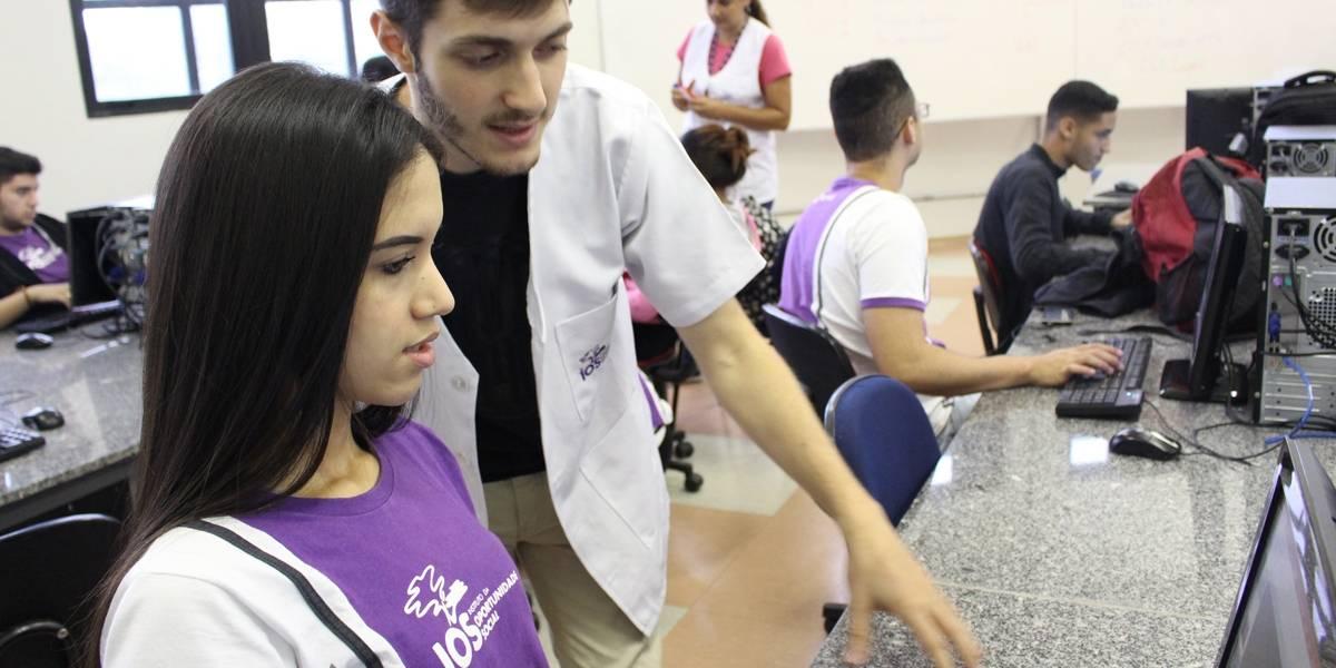 Empresa de informática oferece cursos para jovens e pessoas com deficiência