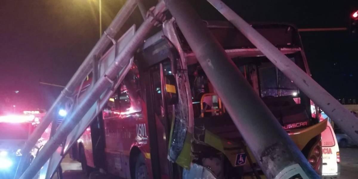 Grave accidente entre un TransMilenio y un taxi al sur de Bogotá dejó nueve lesionados