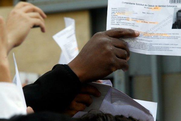 Migrantes deben regularizarse