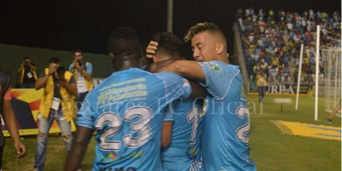 Jaguares se quedó con el triunfo  en su debut internacional (2-1)
