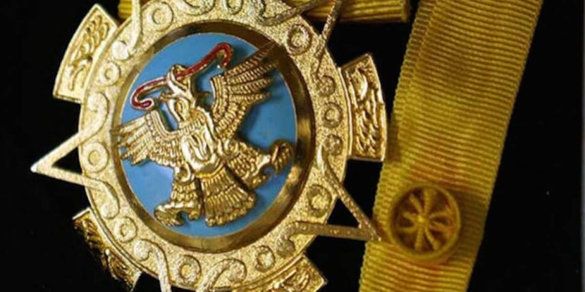 ¿Quiénes son los condecorados con el Águila Azteca este martes?