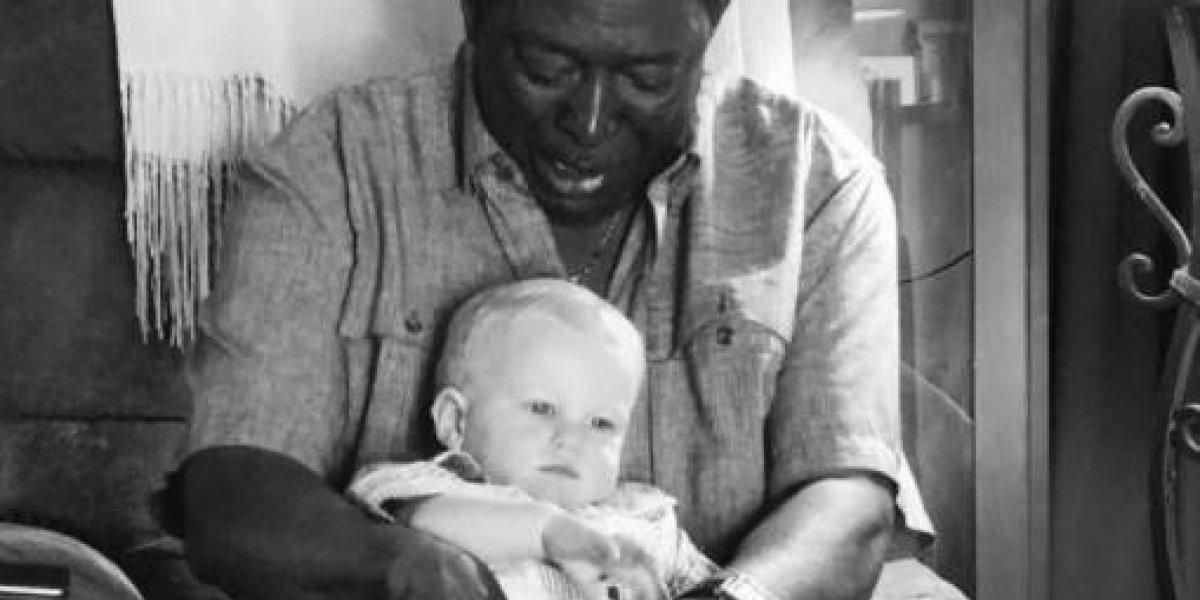 La foto que conmueve a miles en EEUU con un mensaje lleno de amor y que le da un verdadero golpe al racismo