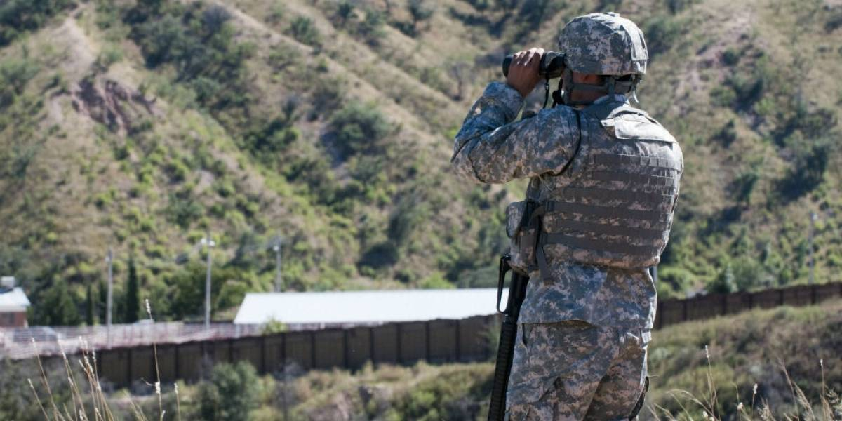 Gobernador de Arizona envía 225 soldados de Guardia Nacional a frontera