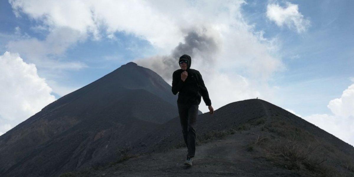Atleta internacional concluye travesía por siete volcanes de Guatemala