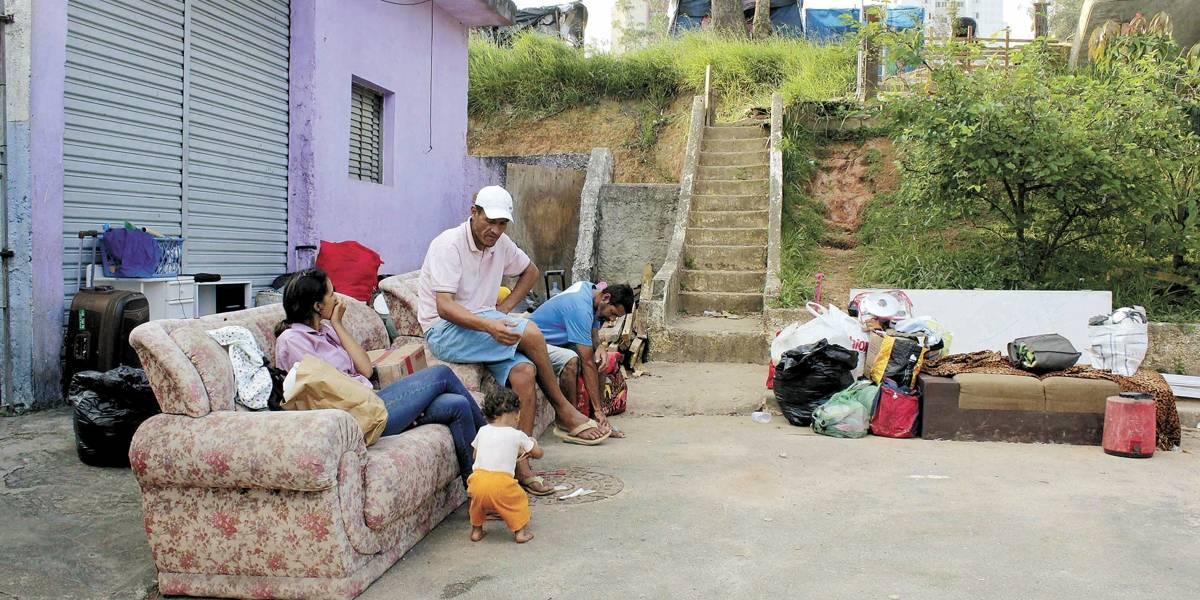 MTST começa a desocupar terreno em São Bernardo