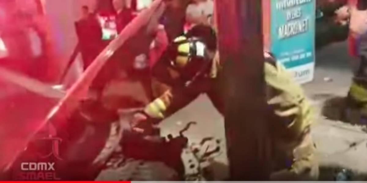 Auto choca a exceso al intentar llevar a persona infartada al hospital