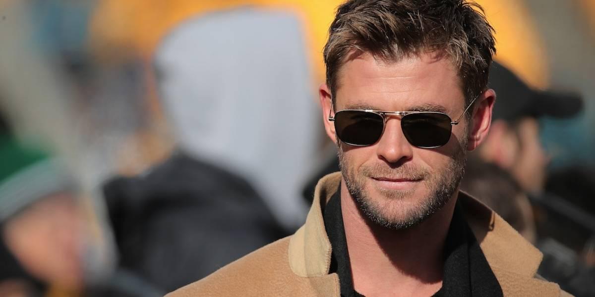 Chris Hemsworth publica foto com sua mãe jovem e a internet não se aguenta