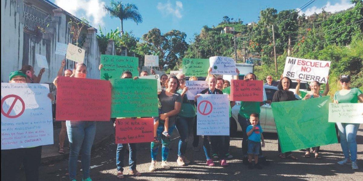 Repudian cierre de escuelas en la isla