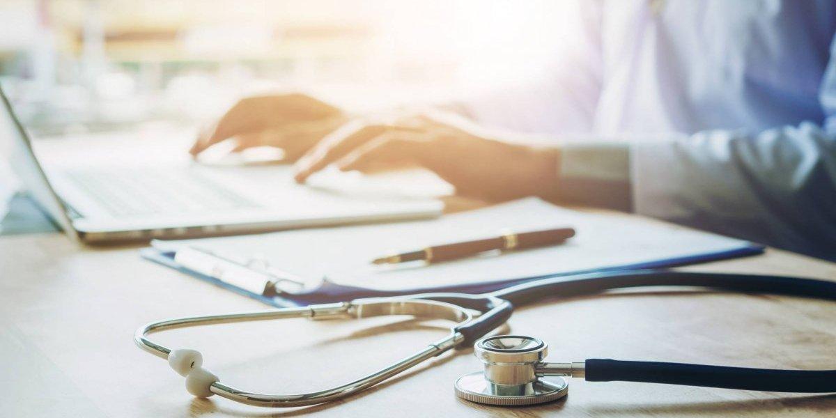 Casi dos mil médicos se acogen a incentivos para mantenerse en la isla