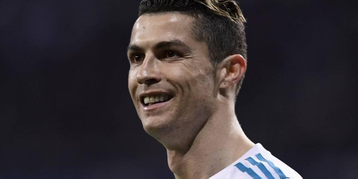 """Tras gol de penalti, Cristiano Ronaldo muestra su """"poderoso abdomen"""""""