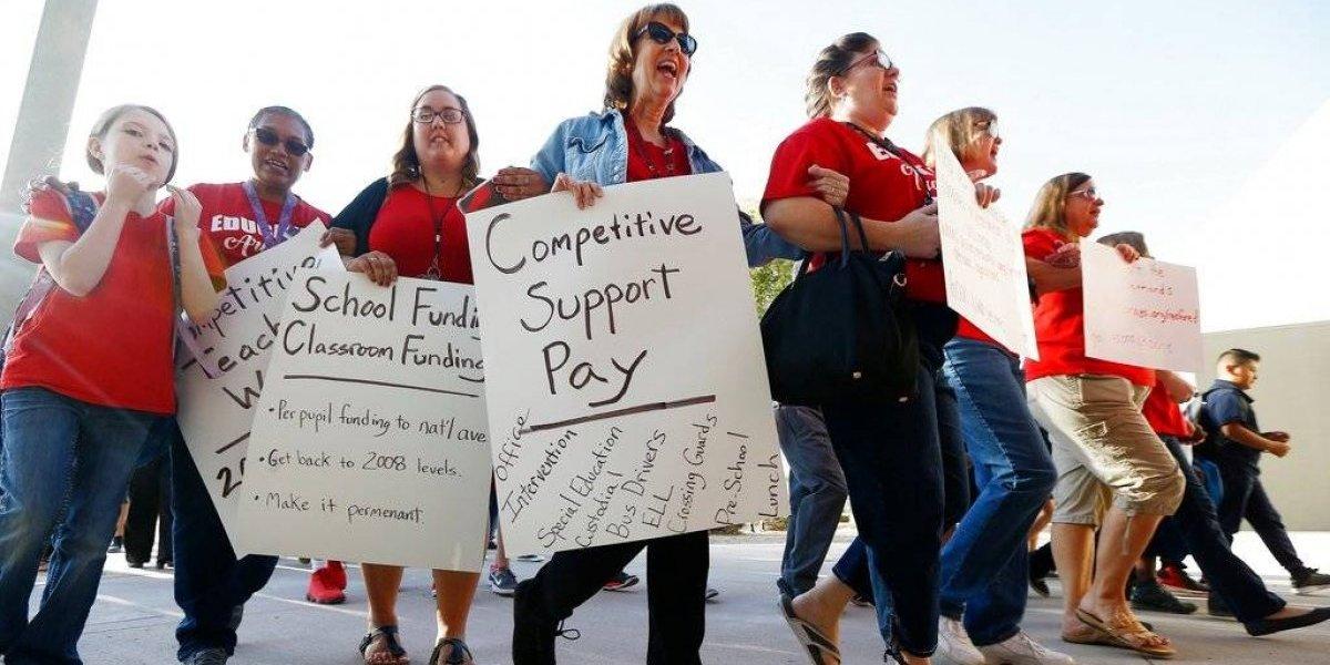 Maestros en Arizona piden aumentos salariales