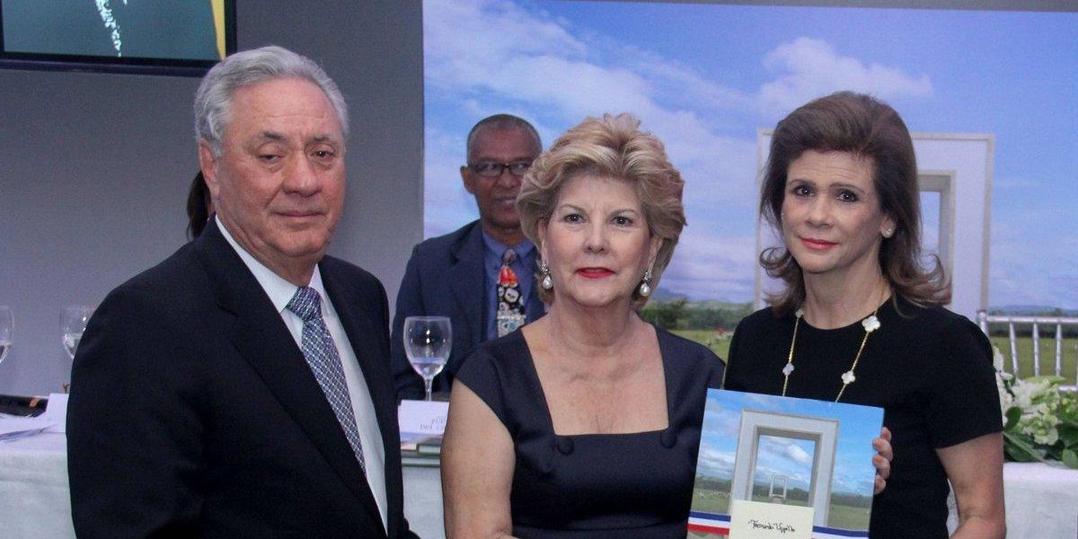 """Puerta del Cielo presentó libro """"Un Espacio de Memorias y Valor Patrimonial"""""""