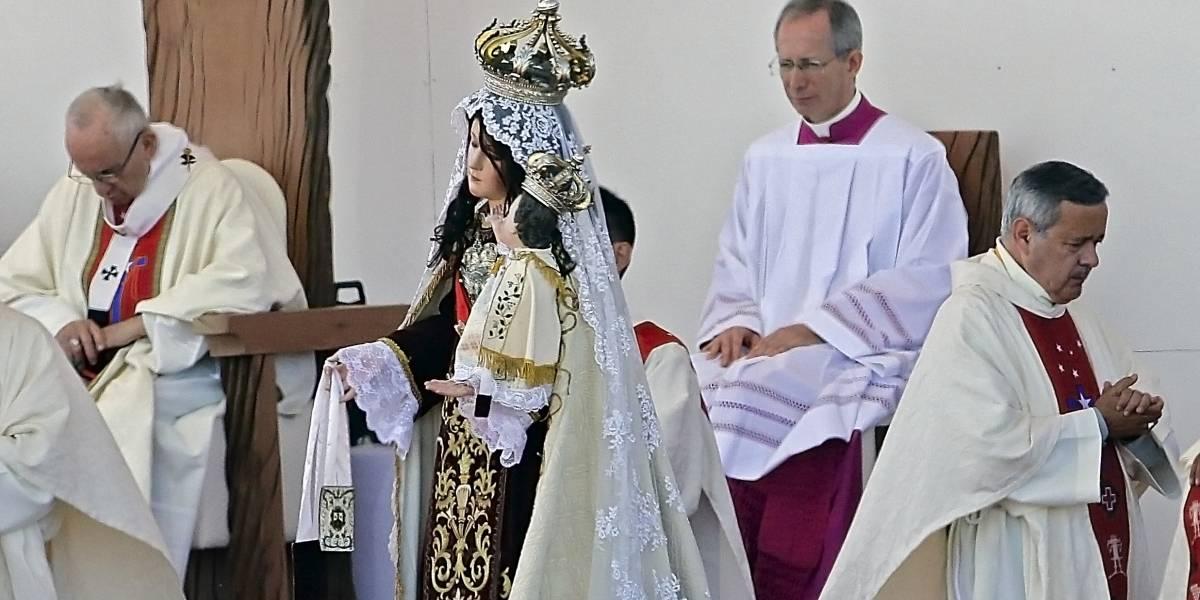 """Papa reconoce errores en caso Barros y cita a obispos chilenos a Roma: """"He incurrido en graves equivocaciones de valoración y percepción"""""""