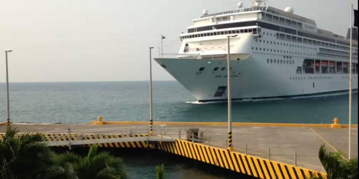 Impactantes imágenes muestran a un crucero destrozando un muelle en Honduras