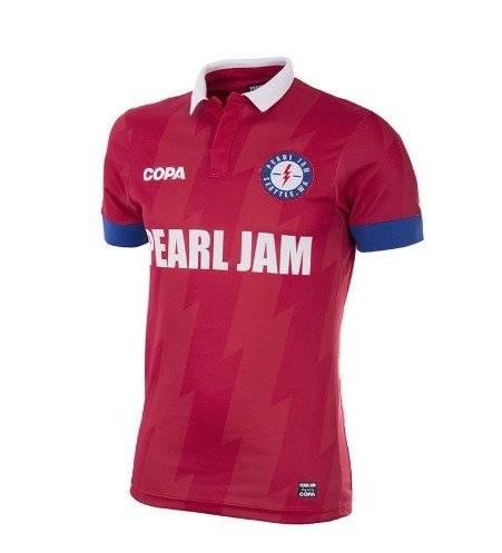 Pearl Jam lanza camisetas futboleras y se la juega por Chile