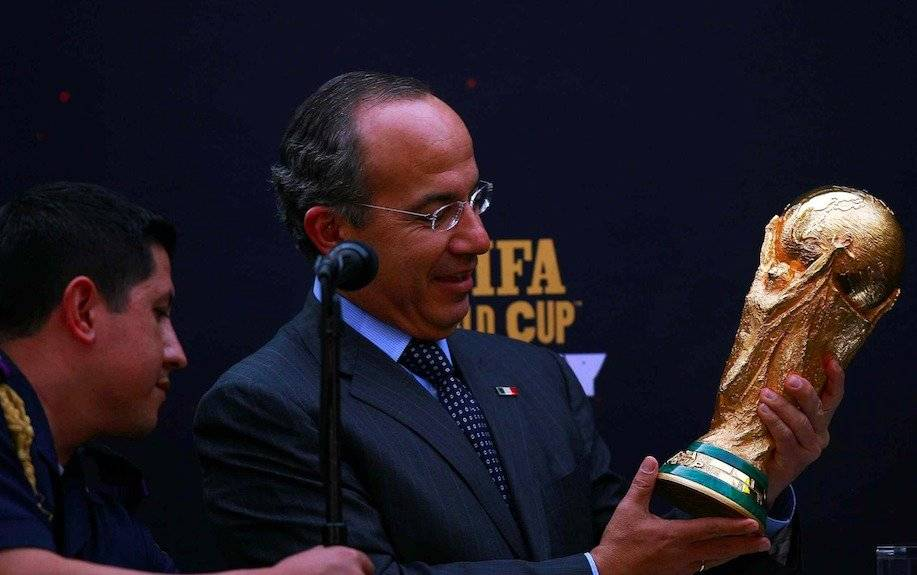 Felipe Calderón recibe trofeo del Mundial de Sudáfrica 2010/MEXSPORT