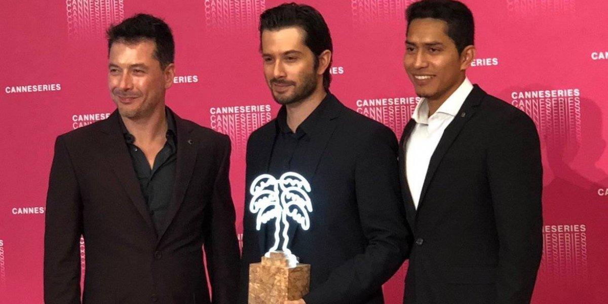 Raúl Méndez celebra premio en Cannes por la serie 'Miguel'